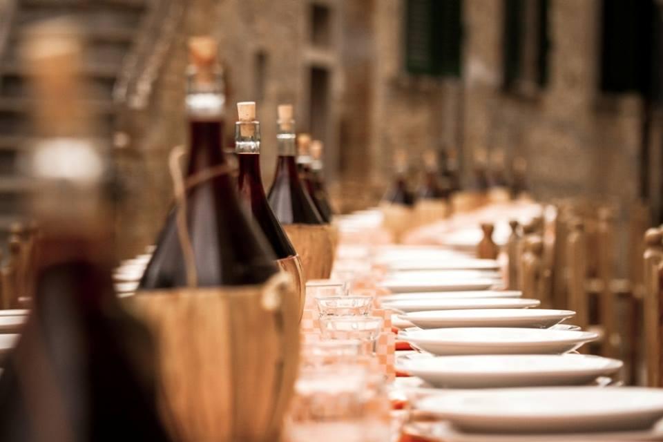 Ad Arquata Scrivia una lunghissima tavolata per la Cena Contadina