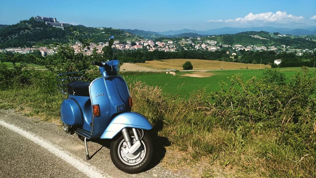 In giro tra le colline del Gavi in Vespa